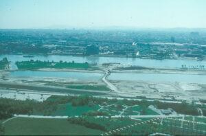 Der Bau der Donauinsel. Die ÖVP wollte ihn verhindern. Erst beim Hochwasser 2002 änderte sie ihre Meinung. Foto: MA 45